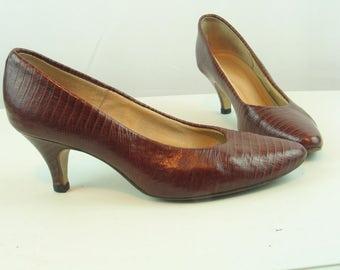 "Vintage 1970's HUSH PUPPIES Brown Croc Leather Pumps Women's size 5-5.5  Teacher-Office-Career 2.5"" heel in excellent vintage condition."