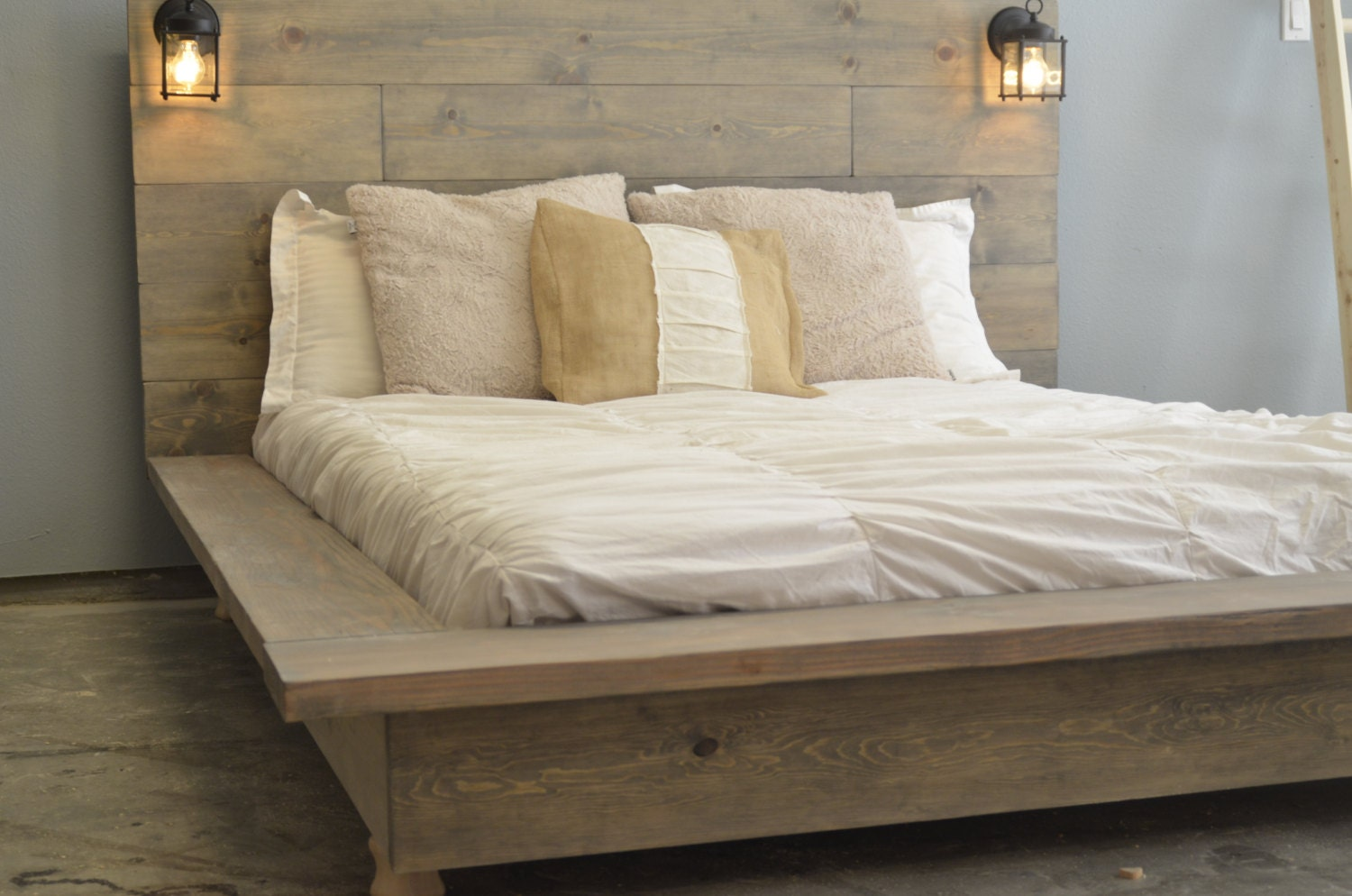 zoom - Wood Frame Bed