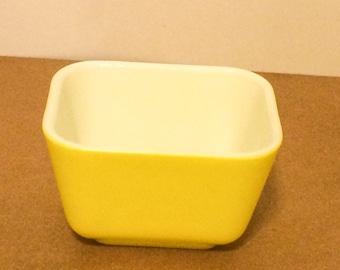 Pyrex Refrigerator Dish 501 Bright Yellow
