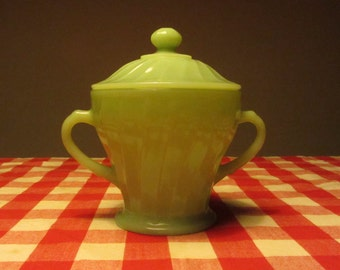 """ANCHOR HOCKING Jadite """"Shell"""" Sugar Bowl with two side Handles and Lid - Made in USA - 1970s"""