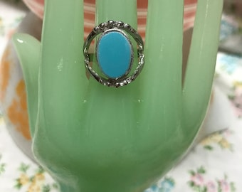 Turquoise Pyrex ring. Fashion ring with added jadeite broken glass. Pyrex jewelry. Pyrex ring. Fire King Jewelry.