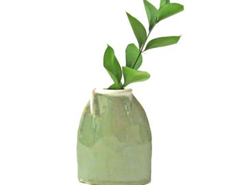 Green Ceramic Vase, Handbuilt Vase, Flat Vase, Pod Vase, Ceramics and Pottery, Flower Vase, Gifts for Mom, Housewarming, Pottery Vase