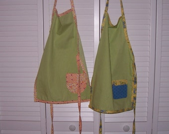 Childs apron with pocket