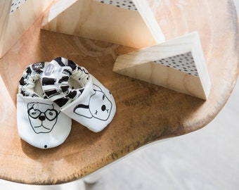 Baby shoes fabric | bulldog | baby moccs | crib shoes | soft-soled bootie | baby slippers | toddler moccasins | monochrome | unisex kids
