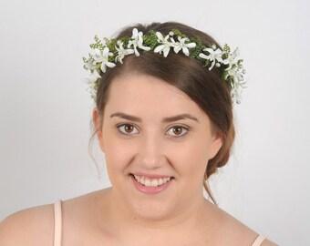 Green and White Flower Crown Bridal Headband Wedding Hair Piece Floral Headpiece Woodland Head Wreath Greenery Head Piece Circlet Halo