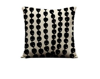 18x18in Kukui Nut Lei Pillow Cover
