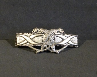 Two leopards adorn this Vintage metal hair clip