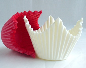 Red and White Crimped Paper Muffin Cases with Points - 50 in pack