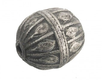 Antique silver Yemeni bead, 32x27mm. b18-584cs(e)
