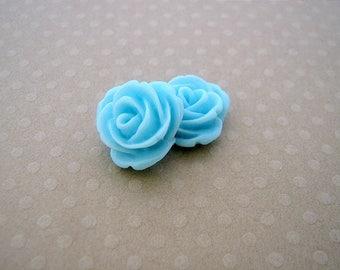 Set of 2 roses in sky blue resin 13 mm - en-0686