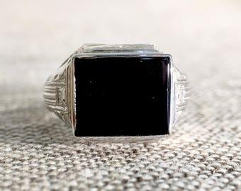 Gent's 14KT White Gold Black Onyx Ring