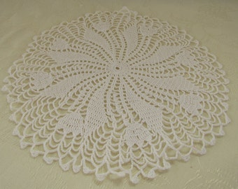 Crocheted Circular Doily Tulip Design Circular White Cotton Thread