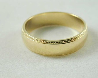 Quality 18ct wedding ring / commitment band 4.02 grams decorative edge size L