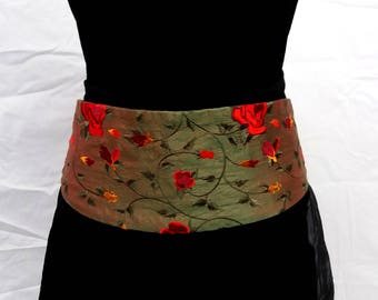 Green tie belt made of rose-embroidered silk