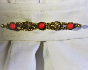 Vintage goldtone brooch with coral bead accents. FREE shipping in the USA!