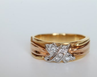 Red, white and yellow gold ring 750 (18 k) with bright 0.11 carats-diamond Range-hand made