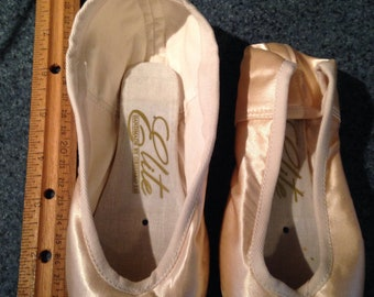 Pointe shoe for crafting size 1 S