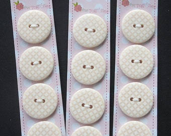 """Riley Blake Sew Together 1"""" Round Gingham Buttons - Cream"""