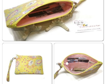 iPhone 6 Plus wristlet, iPhone 6 wristlet, Yellow Paisley wristlet, vegan wristlet, zippered wristlet, phone purse, with credit card pockets