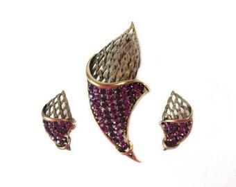 1960s JJ Signed Hot Pink & Purple Rhinestones Cornucopia Torch Demi Parure Vintage Mid Century Brooch Pin Clip Earrings