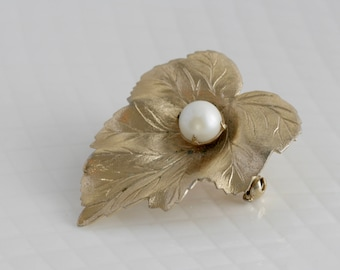 Gold Tone Leaf with Faux Pearl Brooch Pin Signed Sarah Coventry / Vintage Costume Estate Jewelry / fruitsdesbois