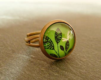 "Glass green ""Dragonfly on leaf"" ring"