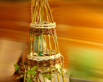 Wicker bird feeder