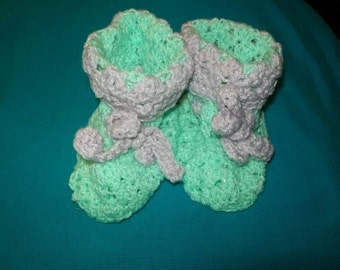 Crocheted baby booties/green/lavender
