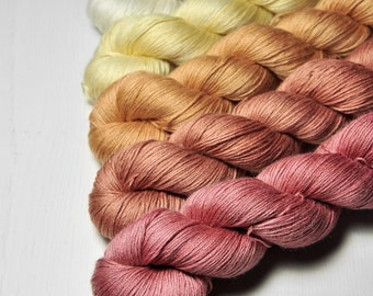 Trockenblumenstrauß - Gradient of Silk/Cashmere Lace Yarn