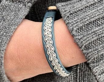"""Bouton de bois de cerf de Julevu Adele Sami Lapland bracelet grande taille renne en cuir 3/8"""" de large"""