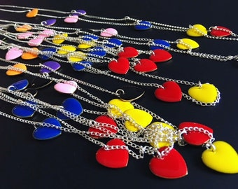 Necklace Fine knit chain and pendants enamelled hearts