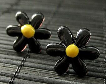 Flower Earrings. Black Flower Earrings. Daisy Flower Earrings. Silver Post Earrings. Stud Earrings. Flower Jewelry. Handmade Jewelry.