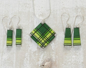 Pure Deep Green Thread Wrapped Jewelry Set made from fiber.