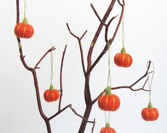 Halloween decor : miniature felt pumpkins, needle felted orange pumpkin set (set of 6)