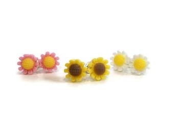 Tiny Daisy Earrings Set, Pink Daisy, Yellow Daisy, White Daisy, Cute Earrings for Sensitive Ears, Tiny Stud Earrings, Flower Earrings