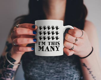 Funny Seventy Five Years Old Gift, I'm This Many Fingers | Vintage 75th Birthday Anniversary Bday Mug | For Family Who Loves Sarcasm & Irony