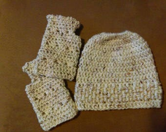 Item 93 Messy Bun Hat & Fingerless Gloves