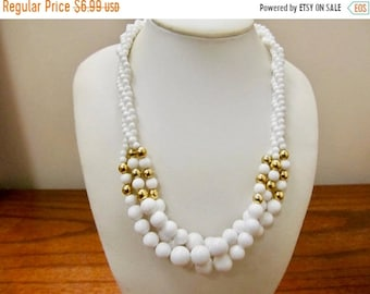 On Sale Vinage Twisted White Plastic Beaded Necklace Item K # 198