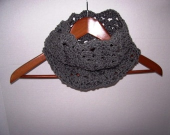 Scalloped Cowl for  Ladies Fashionable Warmth
