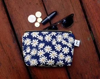 Daisy Floral Cosmetic Bag, Large Make Up Bag, Zippered Cosmetic Bag, Cute Makeup Bag, Cotton Large Pouch, Floral Bag, Large Purse, Daisy