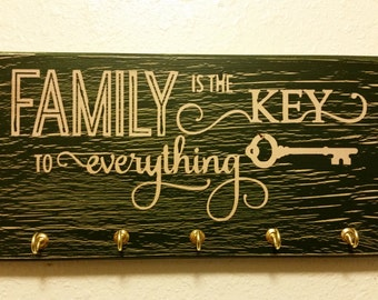 """Green """"Family is the key to everything"""" key hanger sign"""