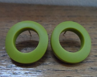 Resin 'wobble hoop' earrings - green