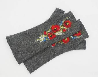 Felted grey fingerless gloves, wool hand warmers, poppies, womens gloves, wrist warmers, winter fall spring gloves, gift for her