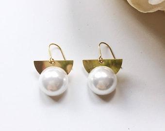 Geometric pearl bead earrings / Gift / Birthday gift