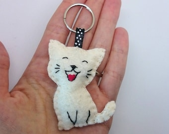 Smiling cat keychain - white kitty - felt accessories - Baby shower - eco friendly - gift for him - gift for her - key holder - felt animals