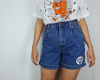 "Cuffed denim shorts Bill Blass high waist jean shorts patched denim mom shorts medium stonewash - 28"" waist"