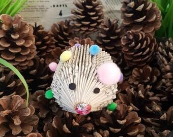 Mini pom pom hedgehog