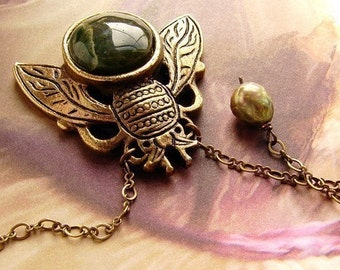 Insect necklace cicada necklace green agate stone bee necklace,  bee necklace