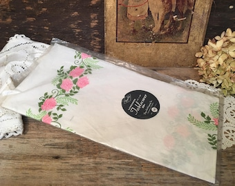 Vintage Luncheon Paper Tablecover/Paper Art/48X48/Pink Roses/USA
