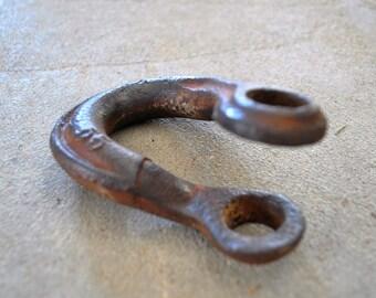 antique rustic farmhouse clevis / plow clevis / shackle / antique farm tool / vintage plow clevis shackle